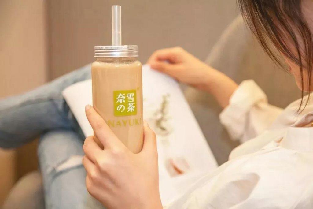 """商业增长:""""不务正业""""还是""""不误正业""""如何看待海底捞卖奶茶"""