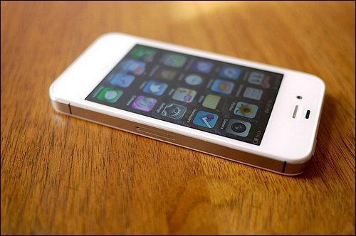 """媒体评""""苹果手机降速门"""":不能只听苹果自说自话"""